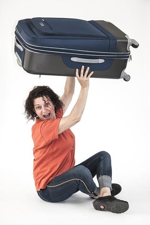 женщина узнала как правильно упаковать чемодан
