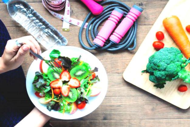 бессолевая диета предлагает еду из зеленых салатов