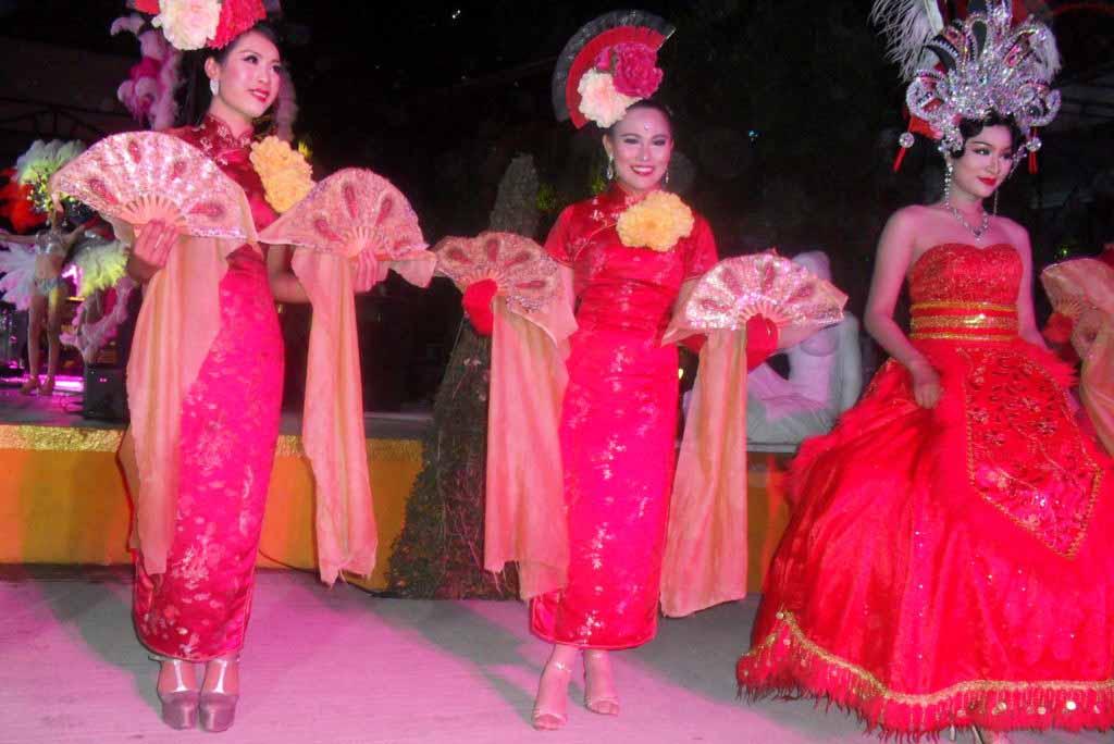 Путешествие в Таиланд посетили шоу трансвиститов
