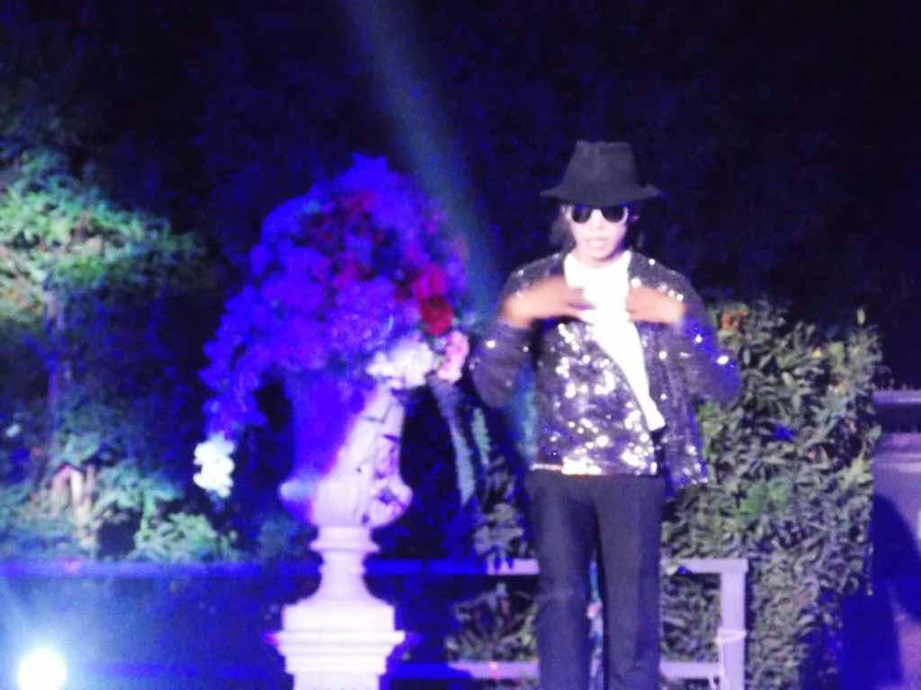 В путешествии в Таиланд смотрели пародию на Майкла Джексона