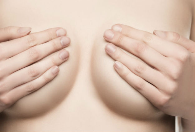 натуральная красивая грудь