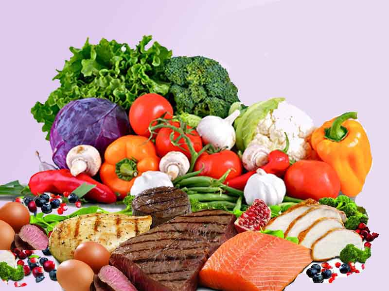 продукты питания лежат на столе