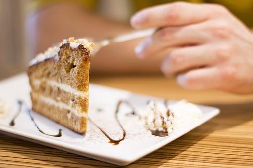 мы не можем похудеть, так как едим сладкое