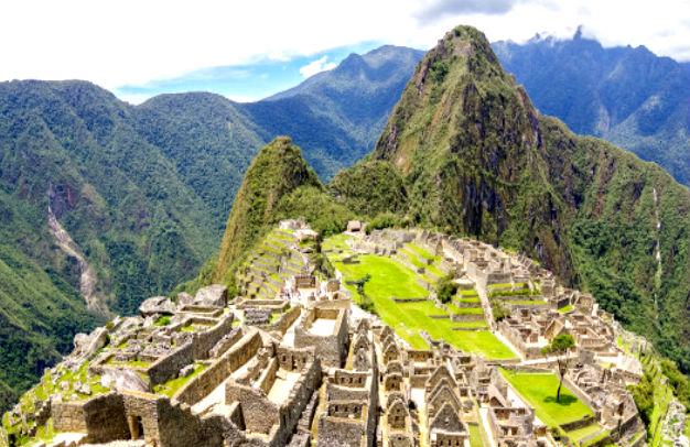 Достопримечательность город инков в Перу Мачу-Пикчу